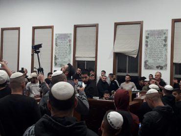 מאות הגיעו להרצאה (צילום: z.t)