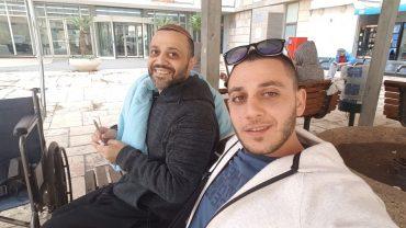 """קובי ז""""ל עם אחיו הצעיר אבי (התמונה באדיבות המשפחה)"""