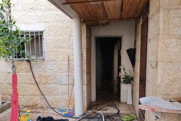 הדירה שעלתה באש (צילום: אלי ארזי)