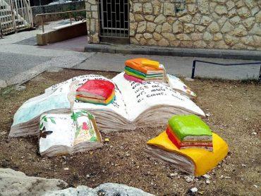 ערימת ספרים (צילום: רותי דרעי)