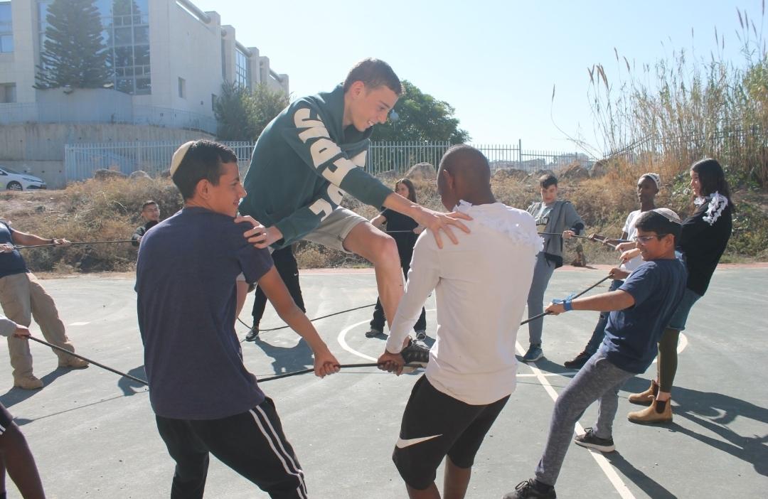 התלמידים במהלך פעילות (התמונה באדיבות בית החינוך דביר)