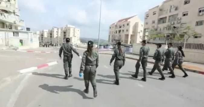 המשטרה בחפציבה בית שמש (צילום: תמונת מסך מתוך הסרטון של יעקב לדרמן)