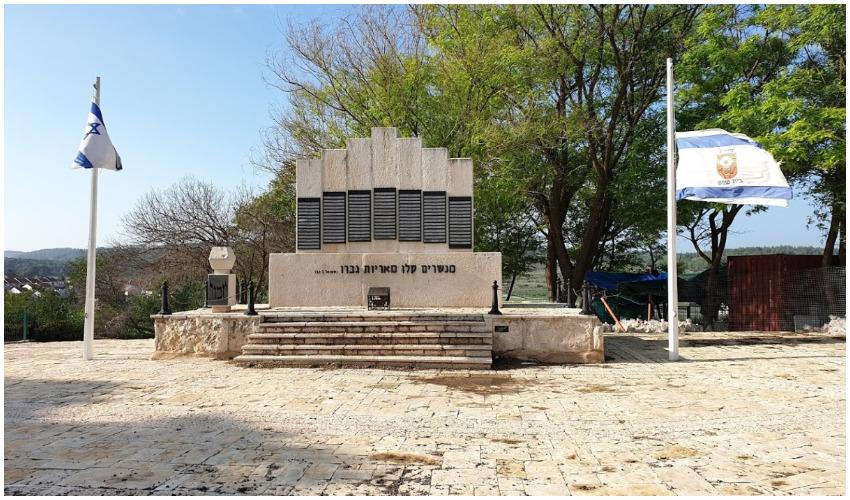 """האנדרטה הזיכרון לחללי צה""""ל בבית שמש (צילום: גוגל מפות)"""