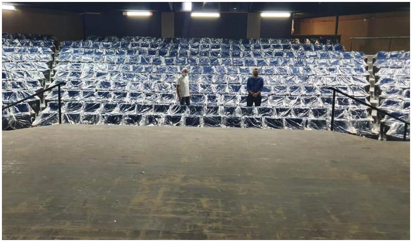 משה שטרית ושלום אדרי באולם זינמן המשופץ - צילום מתוך הפייסבוק של שלום אדרי