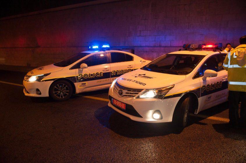 ניידות משטרה נערכות לסגירת צירים (צילום: דוברות המשטרה)