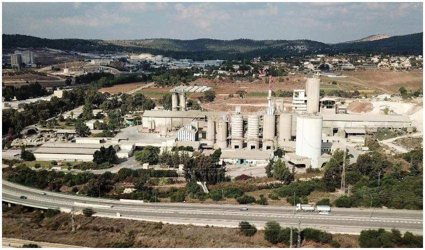 מפעל המלט הר טוב (צילום: רווח הפקות-מתוך ויקפדיה)