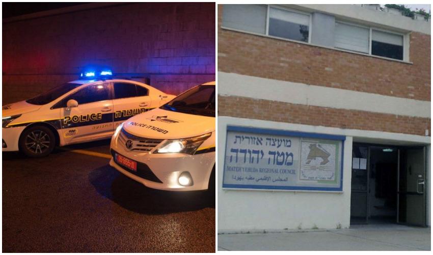 בניין מועצה אזורית מטה יהודה, ניידת משטרה (צילומים: Ranbar-מתוך ויקיפדיה, דוברות המשטרה)