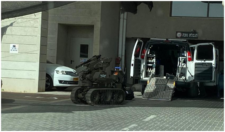 רובוט משטרתי במתחם שערי העיר (צילום: אסף)