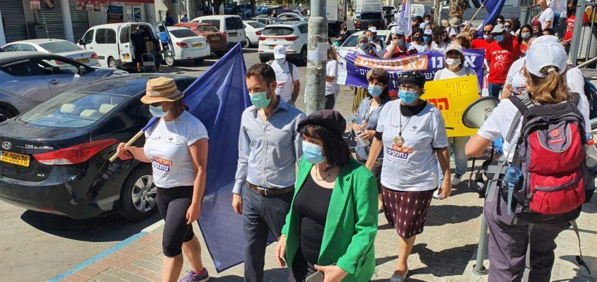 ראש העיר עליזה בלוך ושר הרווחה איציק שמולי בצעדת האלונקות של העובדים הסוציאלים (צילום: עיריית בית שמש)