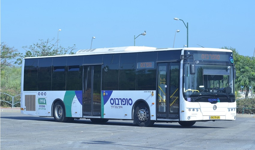 האוטובוס החשמלי שהגיע לבית שמש (קרדיט: מאושרת לשימוש באדיבות 'סופרבוס')