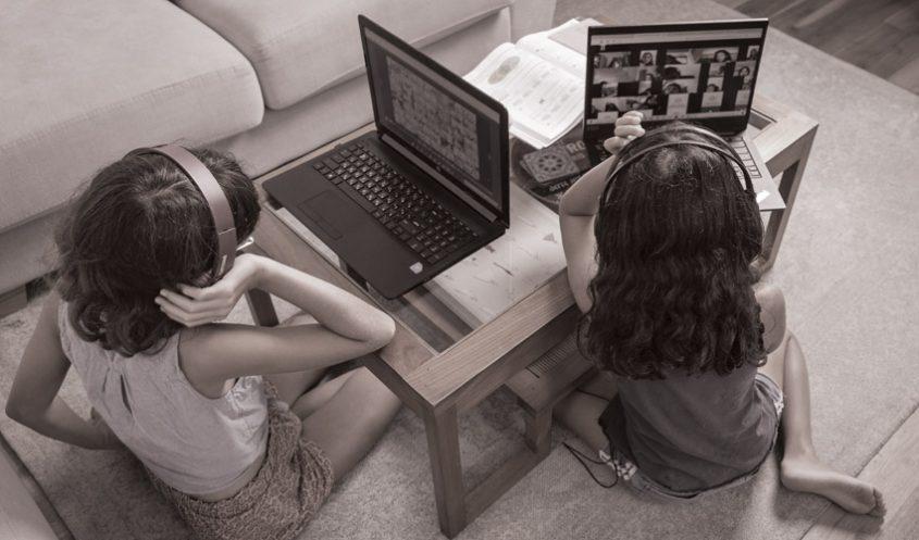 לימודים מהבית באמצעות זום (צילום: אייל טואג)