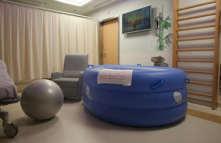 חדר לידת מים (צילום: דוברות שערי צדק)